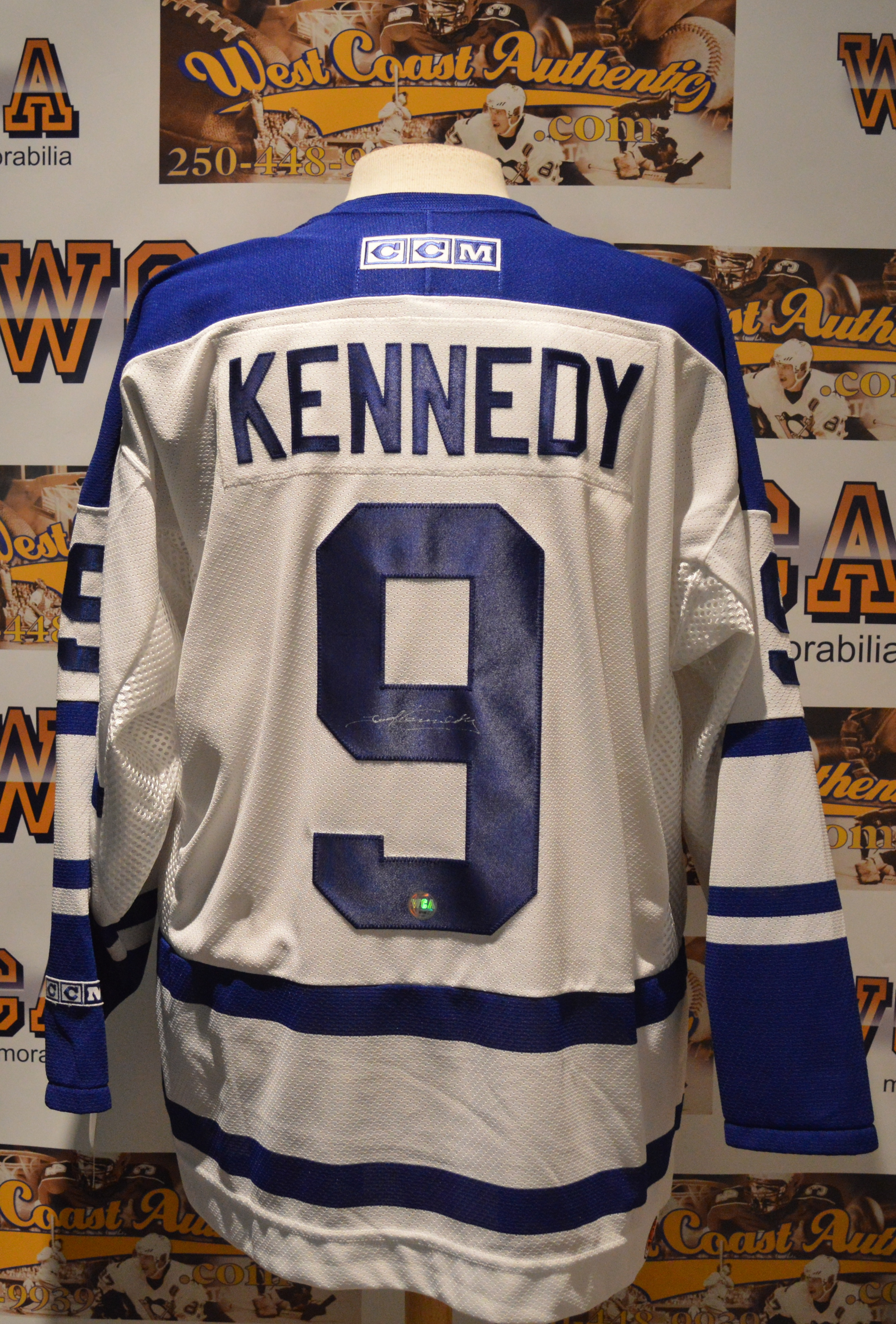cheap for discount 9e62c 34ef3 Ted Kennedy Autoraphed Toronto Maple Leafs Jersey