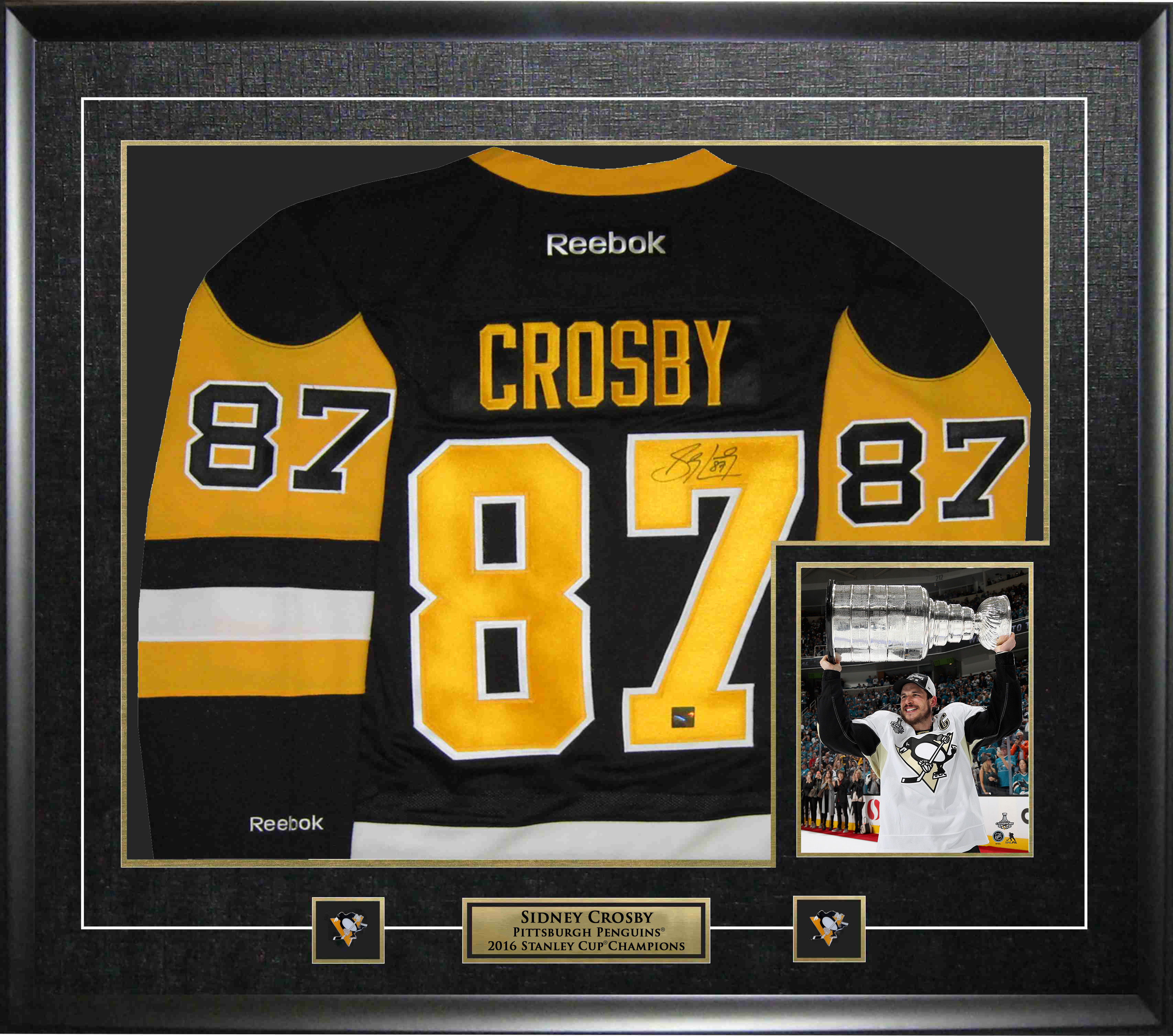 the best attitude 6eb8f b4d8d Sidney Crosby Autographed Framed Pittsburgh Penguins Jersey