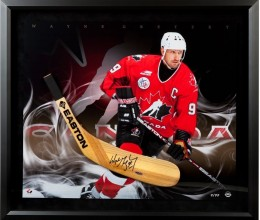 West_Coast_Authentic_wayne-gretzky-autograped-easton-stick-photo-82311