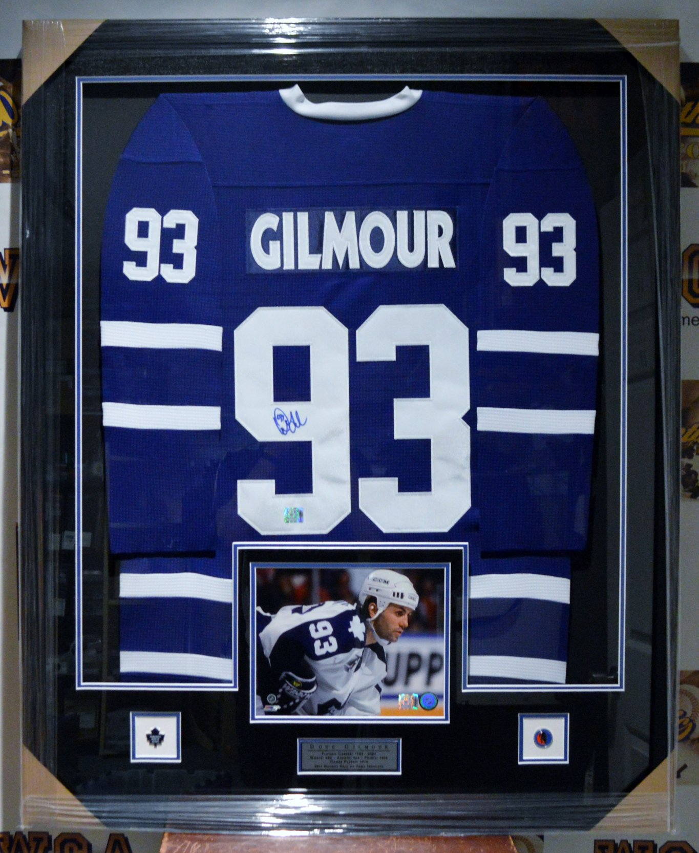 reputable site 84e97 d164a Doug Gilmour Autographed Toronto Maple Leafs Framed Jersey