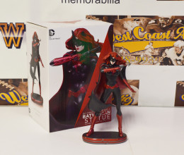 West_Coast_Authentic_Batwoman_Figure